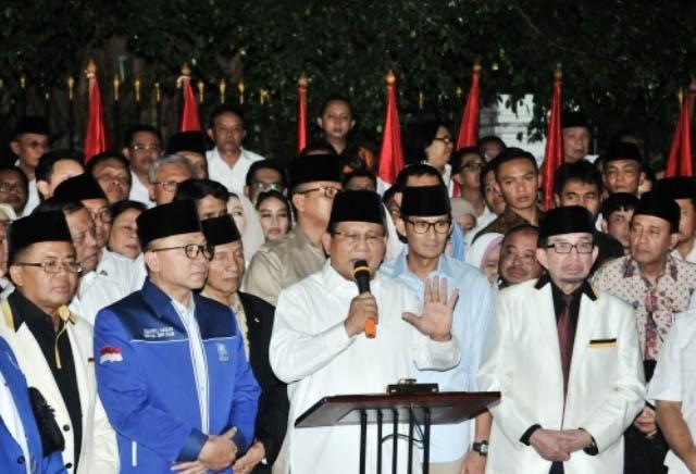 PRABOWO-SANDIAGA: Prabowo Subianto dan Sandiaga Uno deklarasi Capres-Cawapres di Kertanegara, Kebayoran Baru, Jaksel, Kamis (9/8) malam. | Foto: IST