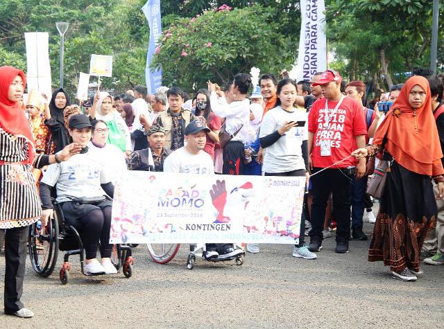 MOTIVASI DAN MOBILITAS: Parade Momo Maskot Resmi Asian Para Games 2018 di Jakarta, Minggu (23/9). | Foto: Humas Kemensos/IKHWAN