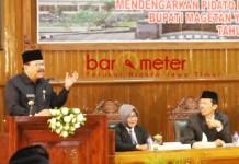 SERTIJAB: Gubernur Soekarwo memberikan sambutan di acara Sertijab Bupati Magetan 2018-2023 dalam Rapat Paripurna Istimewa DPRD Magetan, Rabu (26/9). | Foto: Barometerjatim.com/RETNA MAHYA