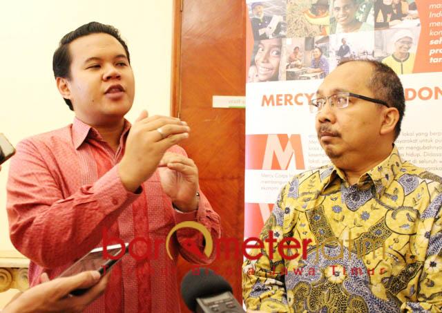 TARIK MINAT PENGUSAHA: Ananta Wisesa (Kiri) dan Andi Ikhwan, berharap CMA bisa menarik minat pengusaha mikro di Surabaya dan sekitarnya. | Foto: Barometerjatim.com/NATHA LINTANG