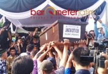 JENAZAH JANNATUN: Kedatangan jenazah Jannatun, korban Lion Air JT610 asal Desa Suruh, Sukodono, Sidoarjo, Kamis (1/11). | Foto: Barometerjatim.com/RADITYA DP