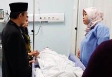 KORBAN SURABAYA MEMBARA: Salah seorang korban dalam insiden drama kolosal Surabaya Membara yang dirawat di di RSUD dr Soetomo. | Foto: Barometerjatim.com/ABDILLAH HR