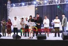 NATAL LINTAS AGAMA: Perayaan Natal Lintas Agama yang digelar Persekutuan Doa Oikumene Kasih di Dyandra Convention Center, Surabaya, Selasa (11/12) malam. | Foto: Barometerjatim.com/ROY HASIBUAN