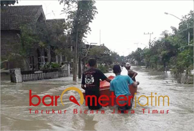 Banjir terjang dua kecamatan di Gresik akibat uapan Kali Lamong. | Barometerjatim.com/didik hr