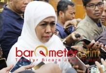 Khofifah tepis nyanyian Romi soal rekomendasi Kakanwil Kemeng Jatim. | Foto: Barometerjatim.com/abdillah hr