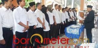 Pelantikan petugas Pengawasan Tempat Pemungutan Suara (PTPS) di Lamongan. | Barometerjatim.com/hamim anwar