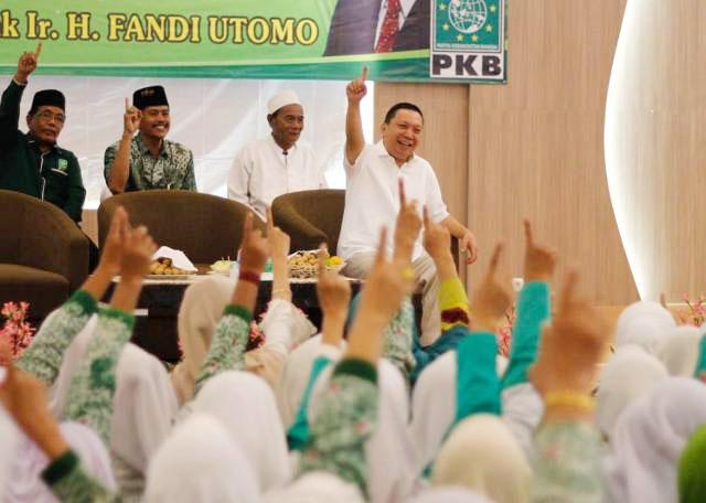 Nyaleg DPR RI, Fandi Utomo dapat dukungan dari ibu-ibu Fatayat dan Muslimat NU. | Foto: Ist