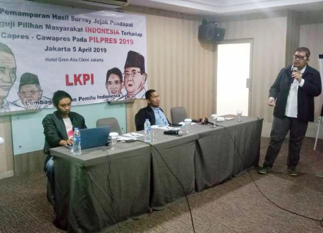 Elektabilitas Jokowi melorot! Pemaparan hasil survei LKPI di Hotel Grand Alia Cikini, Jakarta.   Foto: Ist