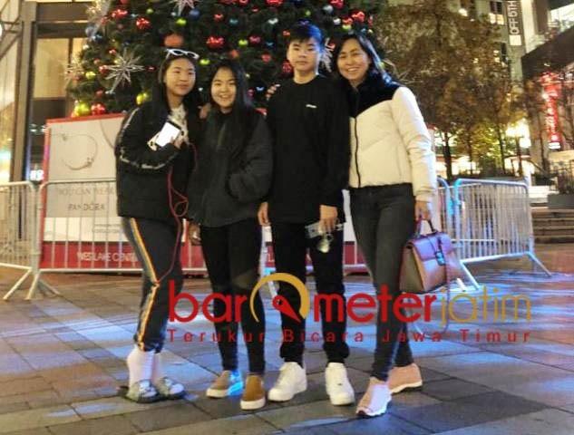 Chin Chin bersama ketiga anaknya, perseteruan dengan suami makin rumit. | Foto: Barometerjatim.com/Dok