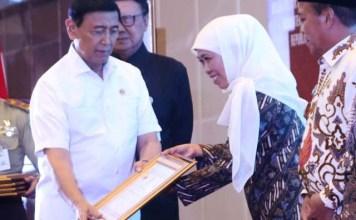 Khofifah, Jatim raih penghargaan sebagai provinsi terbaik tim terpadu tingkat nasional. | Foto: Ist