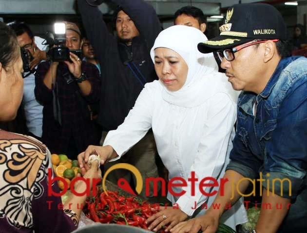 Khofifah didampingi Wali Kota Malang, Sutiaji sidak di Pasar Dinoyo. | Foto: Barometerjatim.com/marjan