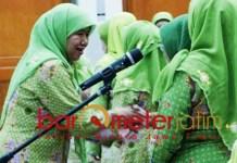 Ketua Muslimat NU Surabaya, Lilik Fadhilah (kiri) gagal raih kursi legislatif. | Foto: Barometerjatim.com/roy hs