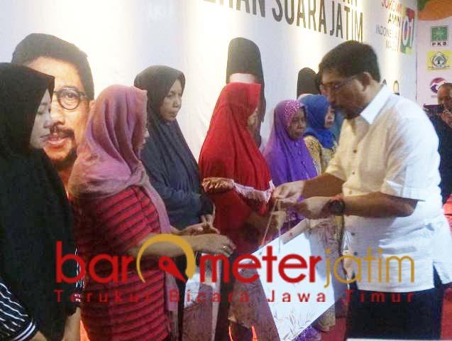 Machfud Arifin, santunan untuk keluarga petugas Pemilu yang meninggal. | Foto: Barometerjatim.com/natha lintang