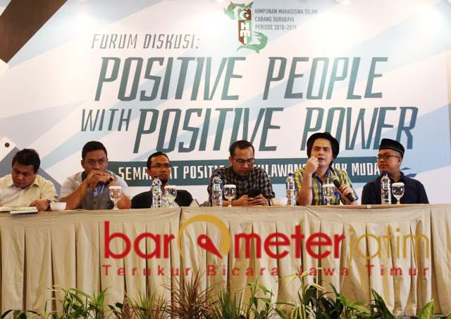 Novri Susan (dua kanan), people power kubu Prabowo distorsi demokrasi. | Foto: Barometerjatim.com/roy hs