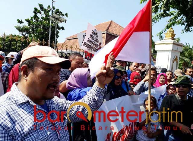 GANTI MENDIKBUD: Wali murid tolak zonasi PPDB, minta Jokowi ganti Mendikbud. | Foto: Barometerjatim.com/ABDILLAH HR