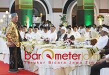 TAK GRATIS: Gus Ali (kiri) di hadapan Menteri BUMN Rini Soemarno dan undangan di acara Gapperindo. | Foto: Barometerjatim.com/ROY HS