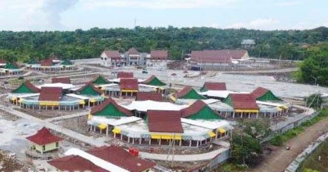 DIPOLES HABIS: Kaki Suramadu sisi Madura dipoles habis-habisan untuk mengundang wisatawan dan investor. | Foto: IST