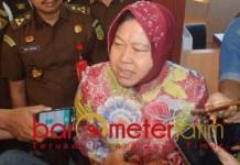 DIPERIKSA: Tri Rismaharini usai diperiksa Kejati terkait dugaan korupsi di YKP. | Foto: Barometerjatim.com/ABDILLAH HR