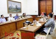 JATIM INCORPORATED: Khofifah melakukan pertemuan dengan pihat PT Polowijo di Grahadi. Barometerjatim.com/ABDILLAH HR