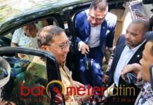 DITOLAK: Fadli Zon dan rombongan saat hendak mengunjungi Asrama Mahasiswa Papua di Surabaya. | Foto: Barometerjatim.com/ABDILLAH HR
