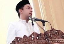 TELADANI NABI IBRAHIM: Gus Hans saat menjadi khatib shalat Idul Adha di Masjid Al Mujahidin. | Foto: Ist