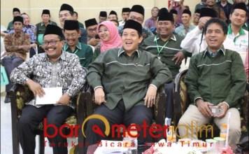 PIKIRKAN WARGA NU: Imam Syafi'i (kanan) di acara ISNU Jatim. Berharap ketua dewan dari NU | Foto: Barometerjatim.com/ROY HS