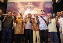 KAMI INDONESIA: Khofifah dan Kapolda Jatim bersama warga Papua di Surabaya menepis kabar pengusiran. | Foto: IST