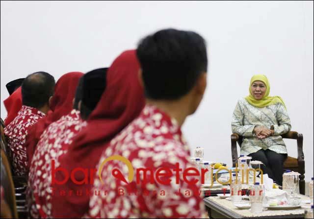 GURU TELADAN: Khofifah menerima 31 guru teladan yang akan berlomba di tingkat nasional.   Foto: Barometerjatim.com/ABDILLAH