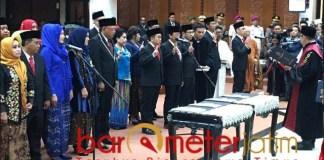 SUMPAH WAKIL RAKYAT: Pengambilan sumpah anggota DPRD Surabaya periode 2019-2024.   Foto: Barometerjatim.com/WIRA HARLIJADI