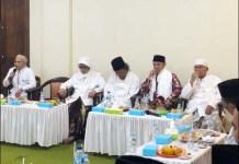 SILATURAHIM KIAI NU: Gus Muwafiq saat silaturahim dengan masyayikh di Ponpes Lirboyo,Kediri. | Foto: IST