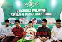 TAK HINA NABI: Gus Salam (tengah), Gus Muwafiq tak hina Nabi Muhammad Saw.   Foto: Barometerjatim.com/ROY HS