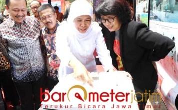OMAH MUNIR: KHofifah dan Suciwati saat peletakan batu pertama Museum HAM. | Foto: Barometerjatim.com/ROY HS