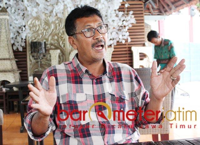 NASIB PETANI: Suhandoyo, petani di Lamongan rugi Rp 180 M sekali gagal panen. | Foto: Barometerjatim.com/ABDILLAH HR