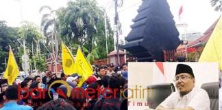 TAK SUBSTANTIF: Anwar Sadad, PMII ganti tema demo tapi tak nyambung.   Foto: Barometerjatim.com/ROY HS