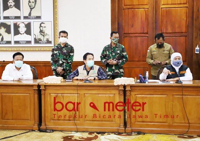 RAKOR: Khofifah, rakor evaluasi dan perpanjangan PSBB di Surabaya Raya. | Foto: Barometerjatim.com/ROY HS/IST