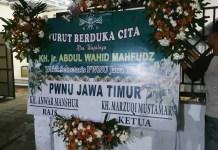 DUKA PWNU JATIM: Gus Wachid berpulang, karangan bunga belasungkawa dari pengurus PWNU Jatim. | Foto: IST