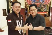 JANGAN GADUH: Gianto Wijaya bersama Erick Thohir, saatnya bekerja sama bukan bikin gaduh. | Foto: Barometerjatim.com/ROY HS
