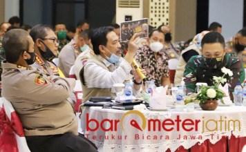 PROTES: Nur Ahmad Syaifuddin, mengelukan data kesembuhan Corona di Sidoarjo. | Foto: Barometerjatim.com/ROY HS
