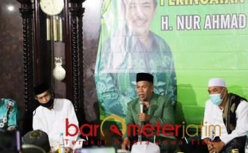 KESAKSIAN: Ketua PWNU Jatim, KH Marzuki Mustamar memberikan taushiyah di 40 hari wafatnya Cak Nur. | Foto: Barometerjatim.com/IST