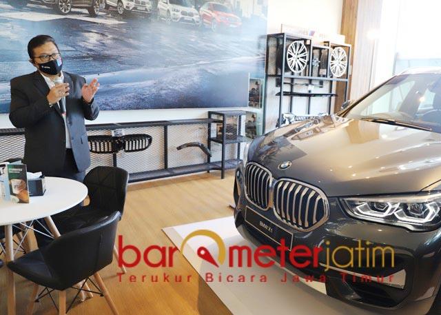 KOMPLET: Di BMW Luxury Store tersedia berbagai mobil BMW model terbaru hingga merchandise. | Foto: Barometerjatim.com/ROY HS