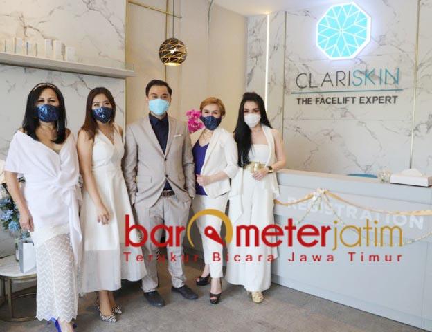 CANTIK BERSAMA CLARISKIN: Dr Junivan Lindra bersama para brand ambassador klinik kecantikan Clariskin. | Foto: Barometerjatim.com/ROY HS
