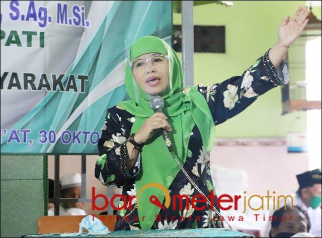 DUKUNGAN WARGA NU: Dwi Astutik saat kampanye di wilayah Kecamatan Candi, SIdoarjo.   Foto: Barometerjatim.com/ROY HS