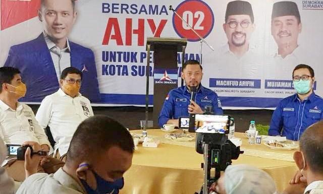PILWALI SURABAYA: AHY (dua kanan) harap Khofifah-Emil kampanyekan Machfud-Mujiaman. | Foto: Barometerjatim.com/ROY HS