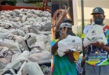 PILWALI SURABAYA: 20 ribu paket bansos dari BNPB dan warga penerima berkaus kampanye Machfud-Mujiaman salam dua jari. | Foto: WA
