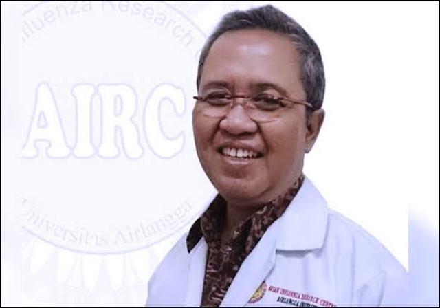 SEMUA VAKSIN BAHAYA: Prof Nidom, kaget saat vaksin virus Corona hendak diterapkan secara massal.   Foto: AIRC Unair/DOK