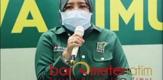 BANTAH KADER PKB: Anik Maslachah sebut Novi Rahman Hidayat bukan kader PKB, tapi PDIP.   Foto: Barometerjatim.com/ROY HS
