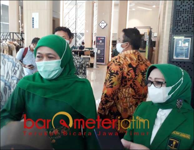 DUKUNGAN SIMBOLIK: Khofifah didampingi Mundjidah Wahab, hadiri pembukaan Muswil IX PPP Jatim. | Foto: Barometerjatim.com/ROY HS