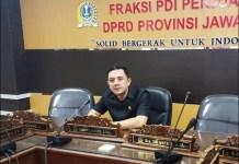KRITIK TELAK: Deni Wicaksono, kritik telak Khofifah-Emil dalam menangani pandemi Covid-19. | Foto: Barometerjatim.com/IST