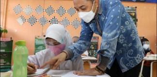 BERTAHAP: Eri Cahyadi, PTM di Surabaya dilakukan dengan terbatas dan bertahap. | Foto: Barometerjatim.com/IST