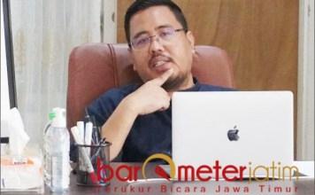 KRITISI OPOP: Anwar Sadad, Khofifah malah mengajak pesantren berbisnis melalui program OPOP. | Foto: Barometerjatim.com/IST